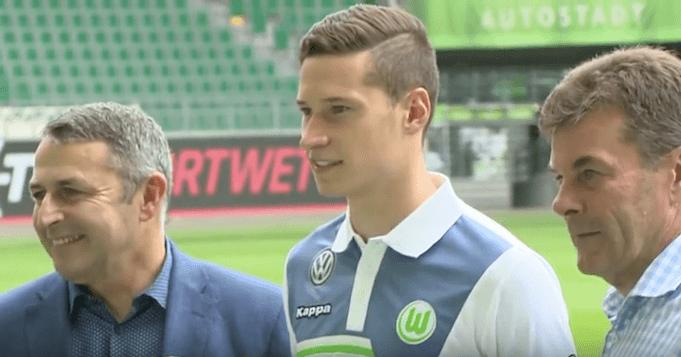 Draxler bei der Vorstellung beim VFL Wolfsburg mit Trainer und Manager. (Screenshot:YouTube/Heinz Hammer)