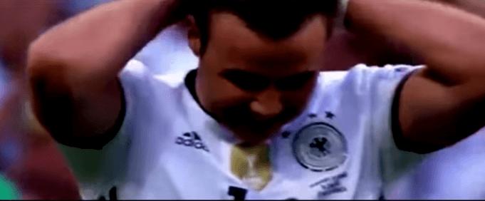 Mario Götze nach seiner ersten vergebenen Chance: (Screenshot: Youtube/AshComps)