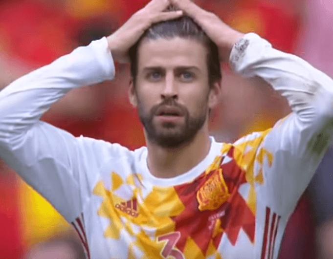Piqué steht stellvertretend für das spanische Team, dem die Leichtigkeit abhanden gekommen ist: (Screenshot: Youtube/ZDFsport)