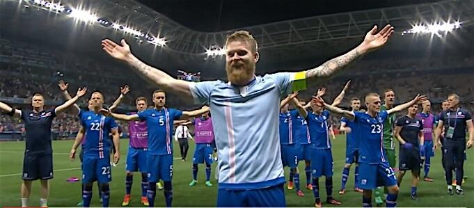 Islands Spieler zelebrieren ein letztes Mal bei der EM ihren Schlachtruf mit den Fans. (Screenshot:YouTube/UEFA.tv)