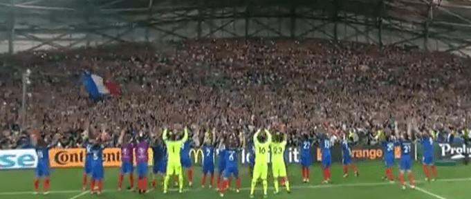 Besser gut geklaut als schlecht erfunden - der isländische Jubel eint die Franzosen: (Screenshot: Youtube/ZDFsport)