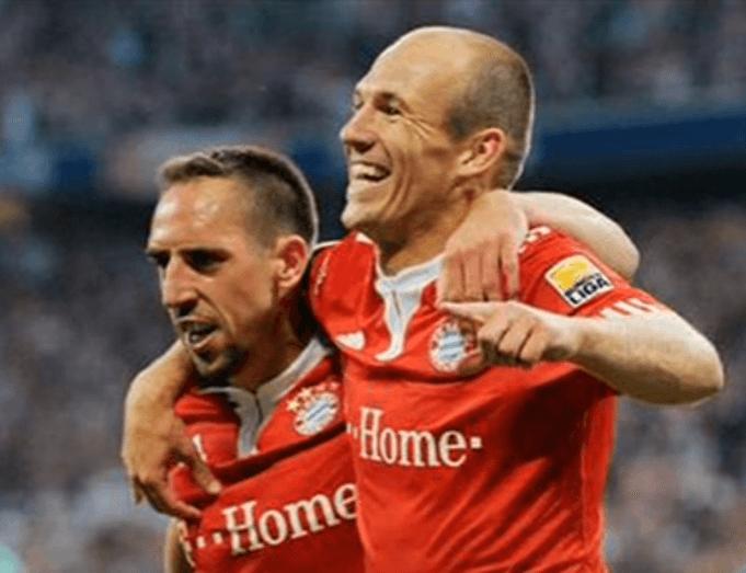 Arjen Robben und Frank Ribéry glücklich vereint: (Screenshot: Youtube/liko)